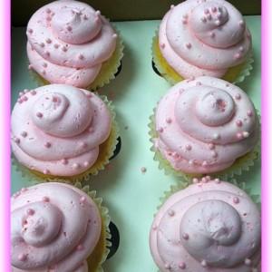 baby shower swirl cupcakes